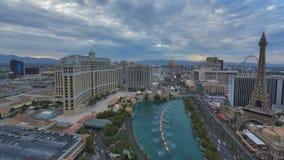 Вид с воздуха прокладки Лас-Вегас в вечере акции видеоматериалы