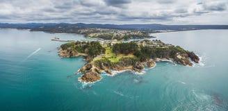 Вид с воздуха пункта бдительности где вахта людей для китов в Eden, NSW, Австралии стоковая фотография rf