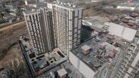 Вид с воздуха района конструкции жилого дома сток-видео