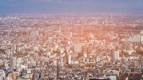 Вид с воздуха резиденции Японии к центру города толпить стоковые фото