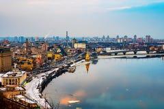 Вид с воздуха реки Podol и Dnipro в вечере в Kyiv, Украине Стоковые Изображения RF