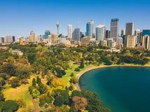 Вид с воздуха сада и горизонта Сиднея ботанического Стоковые Изображения