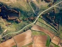 Вид с воздуха сельской местности - зеленых полей стоковое изображение rf