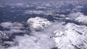 Вид с воздуха снежной горы, серые цвета выступает и устанавливает Эванса сток-видео