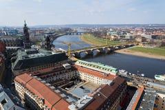 Вид с воздуха собора Дрездена святой троицы с мостом Augustus над Эльбой в Дрездене, Германии стоковое фото