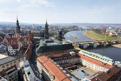Вид с воздуха собора Дрездена святой троицы с мостом Augustus над Эльбой в Дрездене, Германии стоковые изображения