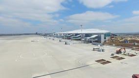 Вид с воздуха современного стержня международного аэропорта вокруг перемещая мира Пустая антенна авиапорта Взгляд  Стоковое Фото