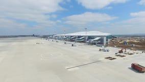 Вид с воздуха современного стержня международного аэропорта вокруг перемещая мира Пустая антенна авиапорта Взгляд  Стоковые Изображения