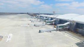 Вид с воздуха современного стержня международного аэропорта вокруг перемещая мира Пустая антенна авиапорта Взгляд  Стоковые Фото