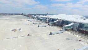 Вид с воздуха современного стержня международного аэропорта вокруг перемещая мира Пустая антенна авиапорта Взгляд  Стоковое Изображение