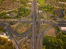 Вид с воздуха соединений шоссе Дороги моста формируют 8 или безграничность подписывает внутри структуру концепции архитектуры r стоковые изображения