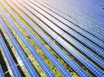 Вид с воздуха станции солнечной энергии стоковая фотография