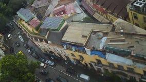 Вид с воздуха старого архитектуры центра города внутри города Тбилиси, перемещение к Georgia сток-видео
