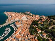Вид с воздуха старого городка Piran, Словении, Европы Предпосылка концепции туризма летних каникулов Стоковые Изображения