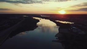 Вид с воздуха стечения 2 рек в Каунасе, Литве сток-видео