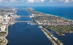 Вид с воздуха стоимости озера и пляжей ладони Стоковая Фотография RF
