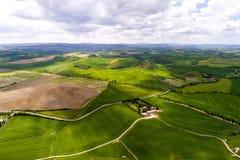 Вид с воздуха Тосканы от времени трутня весной Стоковые Фото