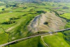 Вид с воздуха Тосканы от времени трутня весной Стоковое Изображение RF