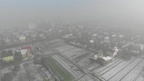Вид с воздуха украинской деревни зима времени снежка цветка Муха препровождает метод видеоматериал