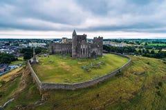 Вид с воздуха утеса Cashel в Ирландии стоковое изображение