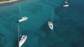 Вид с воздуха уютного среднеземноморского острова море адриатического голубого рая лагуны korcula острова назначения Хорватии поп акции видеоматериалы