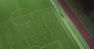 Вид с воздуха футбольного стадиона акции видеоматериалы