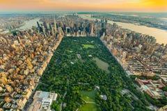 Вид с воздуха центрального парка Нью-Йорка летом стоковые фото