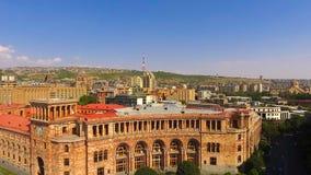 Вид с воздуха центральной площади Еревана и правительство Республики Армения видеоматериал