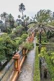 Вид с воздуха части сады alcazar в Севилье стоковые изображения