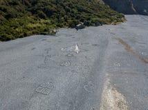 Вид с воздуха черного каменного пляжа, Nonza, геометрических дизайнов сделанных с камнями Стоковое фото RF