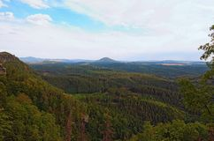 Вид с воздуха чеха Швейцарии богемских Швейцарии или национального парка Ceske Svycarsko Взгляд от Pravcicka Brana стоковые изображения