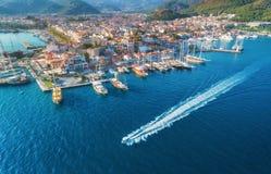 Вид с воздуха шлюпок, yahts, плавая корабля и архитектуры Стоковые Изображения