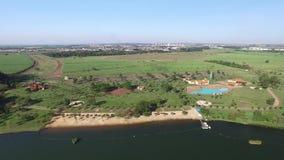 Вид с воздуха экологического парка в городе Sertãozinho, Сан-Паулу, Бразилии сток-видео