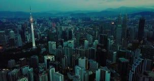 Вид с воздуха Beaeutiful вечером горизонта Куалаа-Лумпур от взгляда сверху видеоматериал