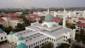 Вид с воздуха Beaeutiful мечети в Kedah Малайзии от взгляда сверху видеоматериал