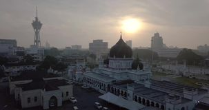 Вид с воздуха Beaeutiful Alor Setar Kedah Малайзии около Masjid Захира от взгляда сверху сток-видео