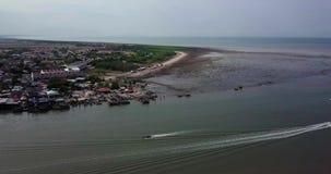 Вид с воздуха Beaeutiful Kuala Kedah Малайзии от взгляда сверху в утре сток-видео