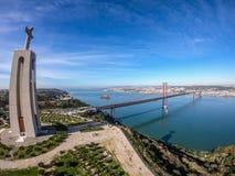 Вид с воздуха Cristo Rei и Ponte 25 de Abril Стоковая Фотография RF