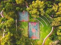 Вид с воздуха Futsal и баскетбольной площадки стоковые изображения rf