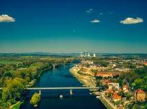Вид с воздуха Melnik рекой Влтавы стоковое фото rf