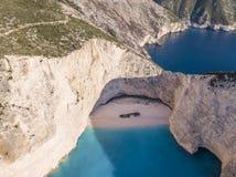 Вид с воздуха Navagio или пляжа кораблекрушением на побережье Закинфа, Греции стоковая фотография