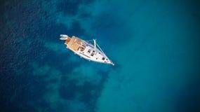 Вид с воздуха sailling шлюпки Стоковые Фотографии RF