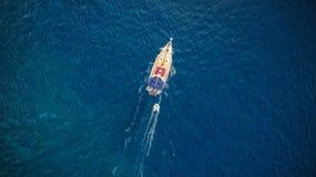 Вид с воздуха sailling шлюпки Стоковая Фотография RF