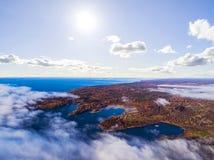 Вид с воздуха seashore с пляжем, лагунами Береговая линия с песком и водой Ландшафт воздушное strandja съемки горы Болгарии birdl стоковые фото