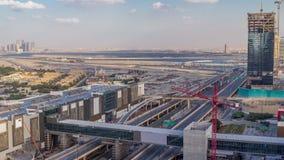 Вид с воздуха timelapse дороги финансового центра с нижним зданием конструкции видеоматериал