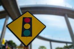 движение знака красных тесемок указателя рамки крюковины грубое деревянное Стоковое Фото