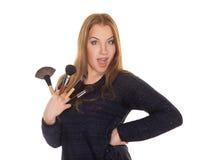 Визажист девушки с щетками для состава Стоковые Изображения RF