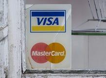 ВИЗА и знаки Mastercard увядая стоковое изображение rf