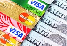 Виза и Mastercard, кредит, дебит и электронное с долларом США Стоковая Фотография