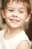 визирование мальчика счастливое Стоковые Фото